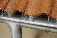 Как сделать слив с крыши своими руками – особенности монтажа